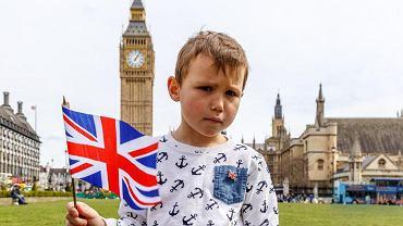 Przyjazna - to słowo klucz, gdy szukamy wyjaśnienia zagadki, dlaczego Polacy starają się jak najdłużej obronić dzieci przed dobrą szkołą w kraju, a chętnie posyłają przedszkolaki do przeciętnej szkoły w Wielkiej Brytanii