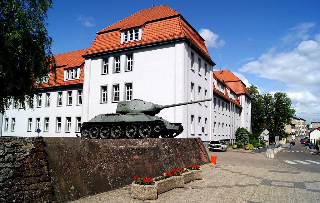 Жители польского города протестуют против удаления памятника с танками Т-34