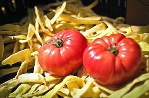 Zanim znów wejdziecie do sklepu z postanowieniem, że od dziś już tylko zdrowo, warzywnie-owocowo, że będziecie zaczynać dzień od jarmużowego smoothie, a kończyć porządną porcją pomidorów z cebulą - przeczytajcie to.