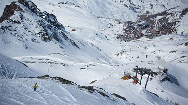 Szczyty z widokiem na miasteczko Val Thorens