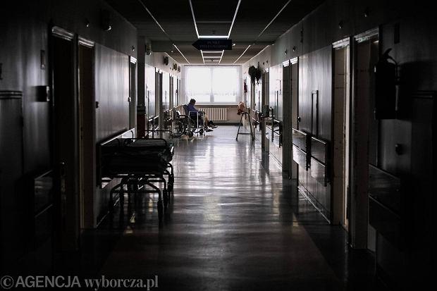 """""""Jestem ekspertem"""". Dyrektor nadzoruje szpitale, a te... zatrudniaj� firm� doradcz�, z kt�r� dyrektor wsp�pracuje. Bez przetargu"""