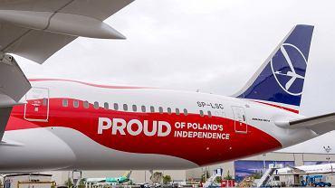Pierwszy z dreamlinerów pomalowany w barwy narodowe