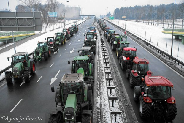 """Radio Zet: """"Kontrole trze�wo�ci wykruszy�y rolnik�w jad�cych do stolicy"""". Policja nie potwierdza"""