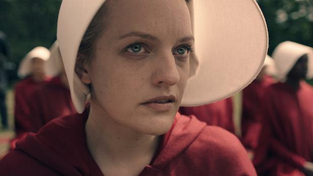 Elisabeth Moss w 'Opowieści podręcznej'
