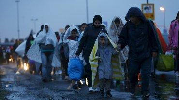 Oko�o 2 tys. imigrant�w jest ju� w Austrii. W�grzy podstawili w sumie 100 autobus�w, wi�c to nie koniec