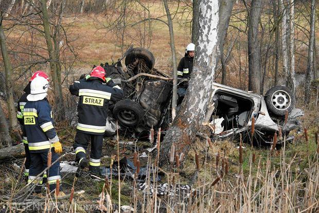 Wypadek w Ga�k�wce na drodze krajowej nr 61 mi�dzy �om�� a Ostro��k�. Pi�� ofiar �miertelnych