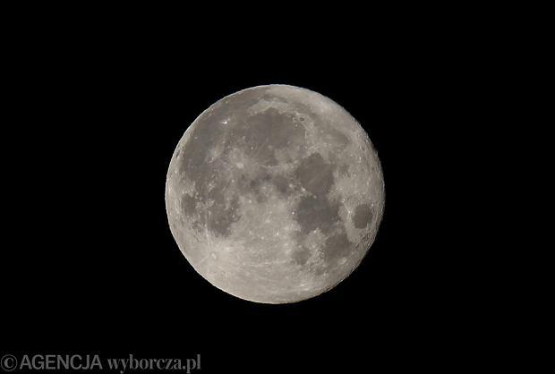 """Dziś zobaczysz superksiężyc - też słyszałeś tę informację? Planetarium prostuje: """"To nie ta noc"""""""