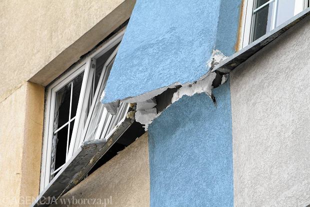 Zniszczenia po eksplozji w bloku przy ul. Chrobrego w O�awie