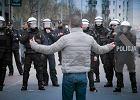 Przepychanki z policją po marszu w Białymstoku. Mieszkańcy winią funkcjonariuszy za śmierć Pawła