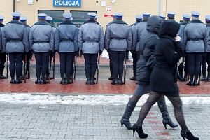 Policjanci za kar� pieszo patroluj� autostrady A4 i A1