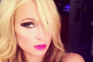 """""""To jest z�e"""". Paris Hilton pokaza�a zdj�cie z dzieci�stwa. Fani byli oburzeni"""