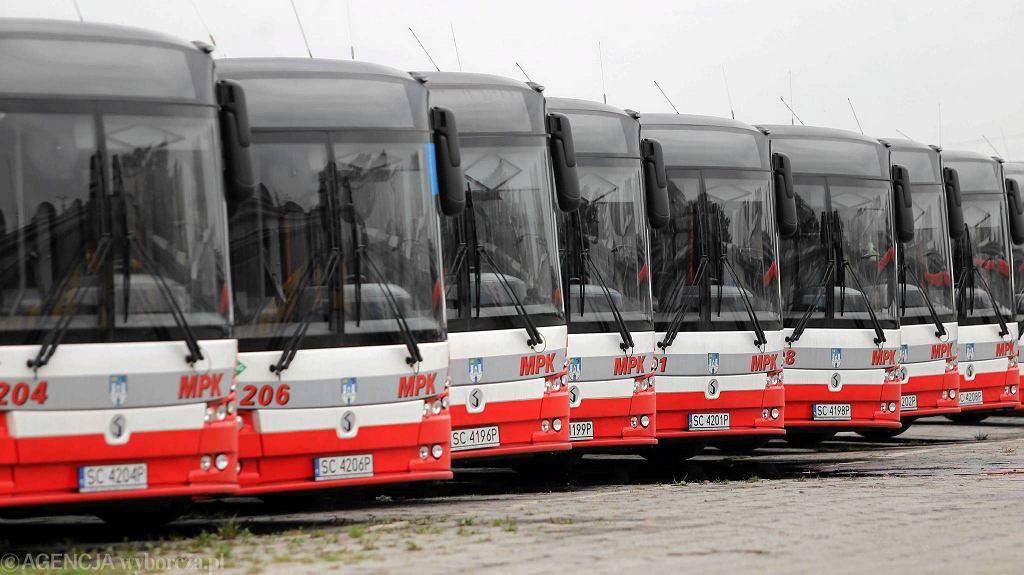 Częstochowa, 24 października 2016 r. Autobusy elektryczno-gazowe firmy Solbus w zajezdni MPK