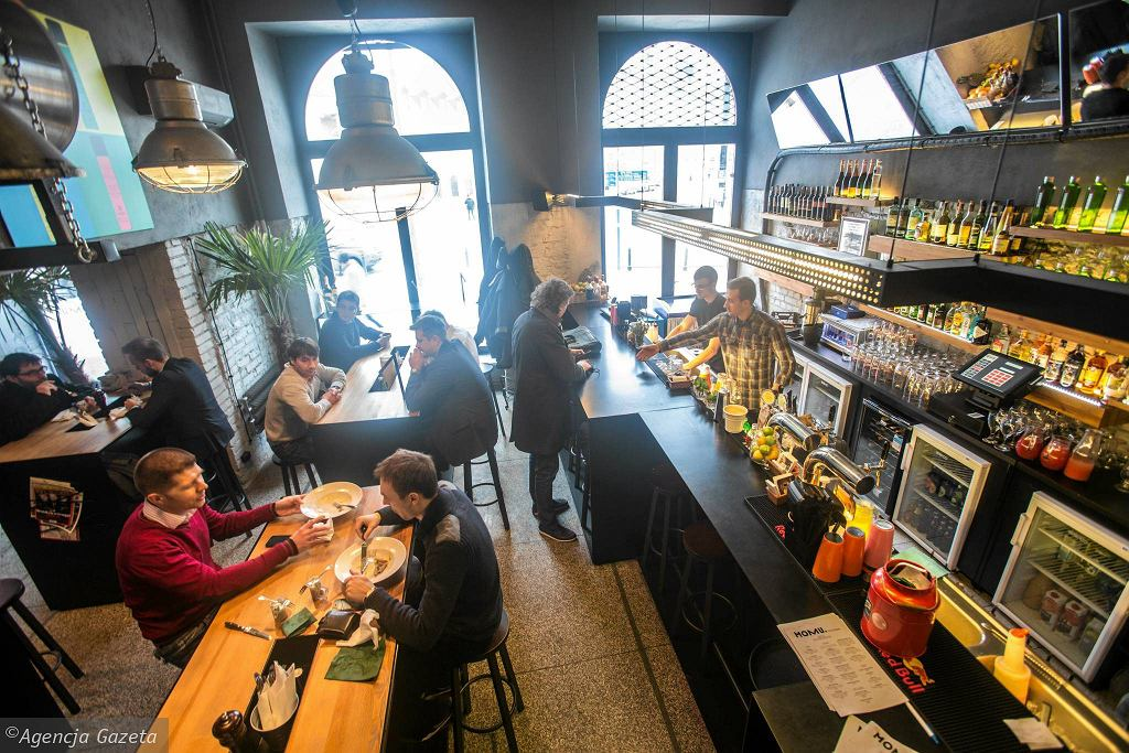 Restauracja Momu przy ulicy Wierzbowej 11 .  / BARTOSZ BOBKOWSKI