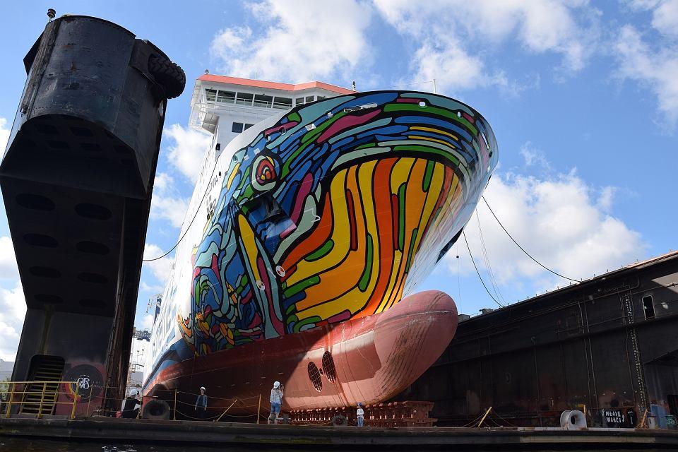 Prom 'Cracovia' w doku Morskiej Stoczni Remontowej 'Gryfia'