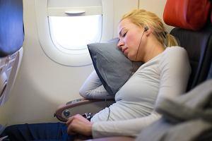 Dlaczego lepiej nie spać podczas startu i lądowania samolotu? Można nawet stracić słuch [WYJAŚNIAMY]
