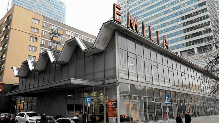 Pawilon Emilii przy ul. Emilii Plater. Działka w samym centrum jest bardzo atrakcyjna, ale pawilon cenny, a teraz jeszcze wpisany do ewidencji zabytków