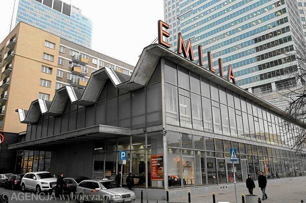 Pawilon Emilii przy ul. Emilii Plater. Dzia�ka w samym centrum jest bardzo atrakcyjna, ale pawilon cenny, a teraz jeszcze wpisany do ewidencji zabytk�w