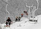 Dramatyczny wypadek 9-latka w Wiśle. Chłopiec wypadł z rąk dziadka na wyciągu narciarskim