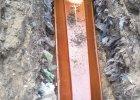 Po pochówku w stercie śmieci. Sanepid w Myszkowie zamknął cmentarz komunalny