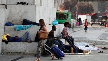 Na Dworcu Centralnym w Mediolanie koczują setki uchodźców.