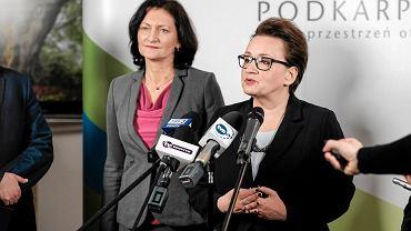 Konferencja z minister Anną Zalewską w Rzeszowie, po spotkaniu z samorządowcami, na którym rozmawiano o reformie edukacji
