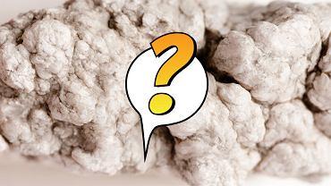 Boraks jest minerałem o właściwościach przeciwgrzybicznych, antyseptycznych i owadobójczych. Jest też niezastąpiony w gospodarstwie domowym - wyczyści sztućce, pomoże pozbyć się rybików, wybieli pranie a nawet pomoże usunąć zapach kociego moczu. Zobaczcie, co potrafi!