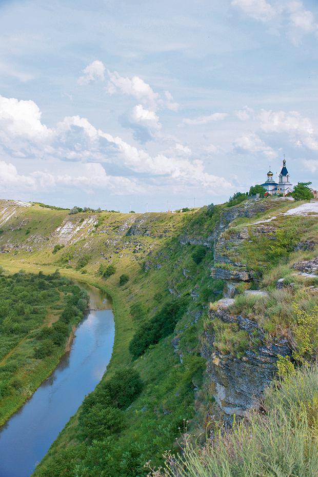 Mołdawia, stary Orgiejów nad wąwozem rzeki Reut
