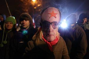 Nocna manifestacja przed willą generała Jaruzelskiego