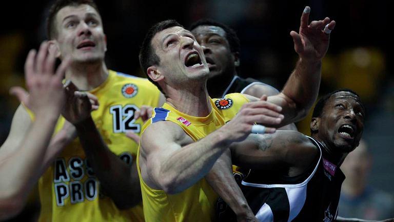 Asseco Prokom Gdynia (zółte stroje) pokonał Czarnych Słupsk