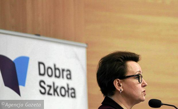 Reformę edukacji przeforsowała minister Anna Zalewska. Na zdjęciu na spotkaniu w Częstochowie w listopadzie 2016 r.
