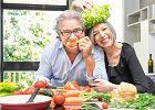 Nowa piramida żywieniowa dla seniorów. Kontakt z ludźmi i ruch równie ważne jak zdrowa dieta