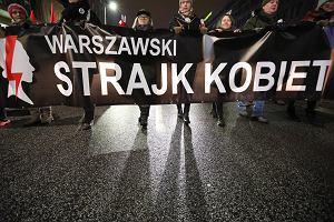 """Dziś """"czarny piątek"""". Kobiety wychodzą na ulice, by walczyć o swoje prawa"""