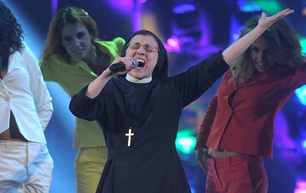 """�piewaj�c� zakonnica, kt�ra wygra�a w�oski """"The Voice"""", nagra�a singiel. Wybra�a kontrowersyjny utw�r"""
