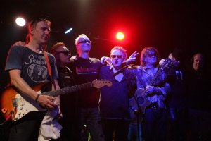 T.Love Alternative zagra� ostatni koncert. T�umy na widowni