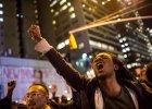 Bia�y policjant z Nowego Jorku udusi� Afroamerykanina. Nie b�dzie oskar�ony o jego �mier�. Wybuch�y protesty