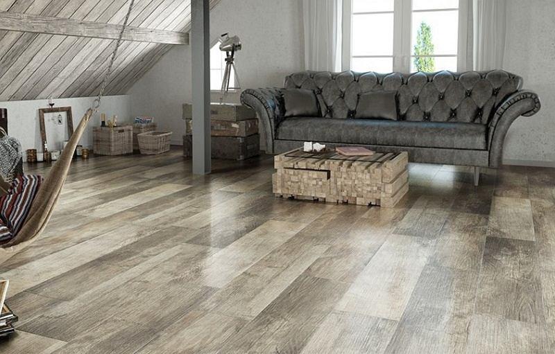 Płytki imitujące drewno zyskuje na popularności.