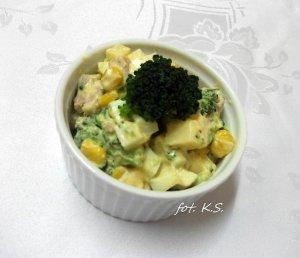 Sałatka brokułowa z czosnkiem