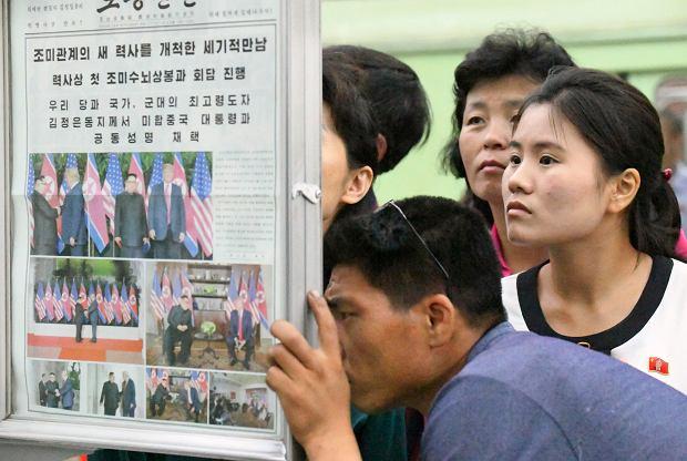 Kim Dzon Un i Donald Trump  w gazetach
