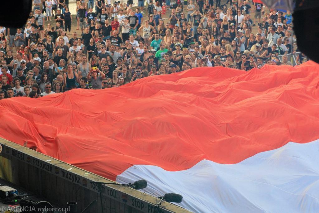 16.07.2016 Kostrzyn nad Odra . Sektorowka , flaga Polski z Euro 2016 puszczona wsrod woodstockowiczow podczas festiwalu Przystanek Woodstock .FOT. DANIEL ADAMSKI / AGENCJA GAZETA
