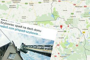 Wypadek szybowca w Sidorówce. Samolot wbił się w dom, pilot jest ranny