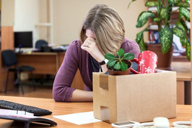 Utrata pracy niesie ze sobą nie tylko koszty ekonomiczne, ale też psychologiczne