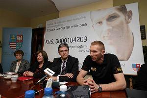 Karol Bielecki zach�ca, by 1 proc. podatku da� szpitalowi dzieci�cemu