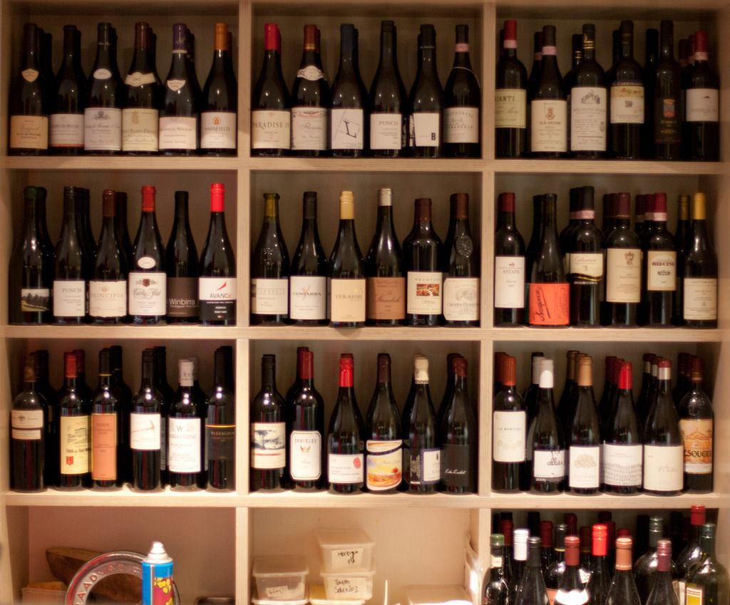 Sommelier radzi, jak poprawnie przechowywać wino.