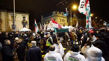 Zwolennicy opozycyjnej partii Jobbik na Węgrzech