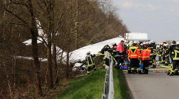 Samolot rozbił się na autostradzie w Niemczech. Jedna osoba nie żyje