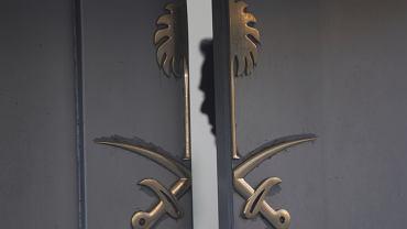 Wejście do placówki dyplomatycznej Arabii Saudyjskiej w Stambule, w której 2 października 2018 r. miał zginąć Dżamal Khashoggi.