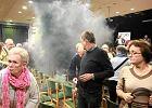 Za świecę dymną odpaloną podczas spotkania z Michnikiem odpowie przed sądem
