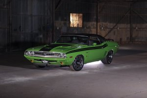 Auto-reaktywacja | Dodge Challenger R/T 1971 i 2015