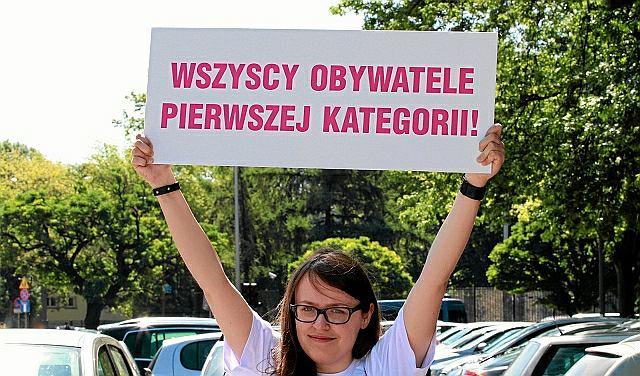 Lipiec 2012, pikieta zwolenników legalizacji związków partnerskich pod Sejmem