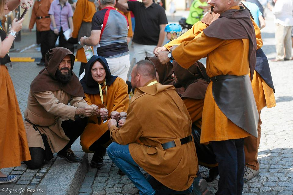 Na decyzję obradującego w Krakowie Komitetu Światowego Dziedzictwa UNESCO czekali w niedzielę na rynku mieszkańcy Tarnowskich Gór